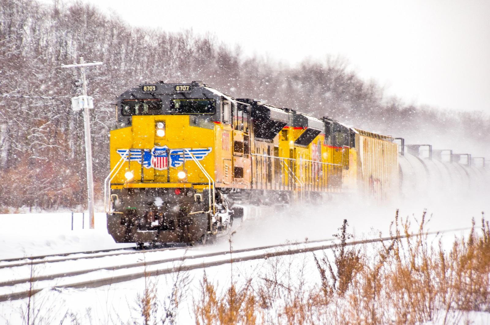 CSX train on the move (photo)